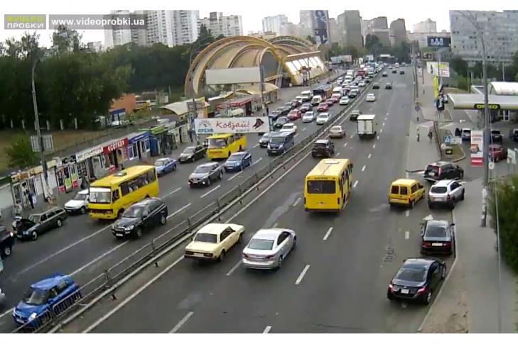 Побудувати міст через заліничні колії між вулицями Героїв Севастополя та вулецею Смілянською.