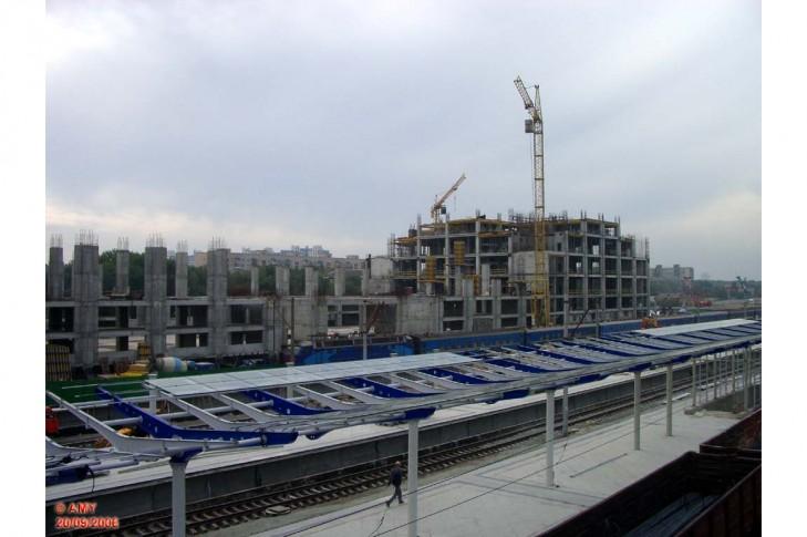 Завершити ремонт на Дарницькому вокзалі і добудувати туди метро від Червоного Хутора.