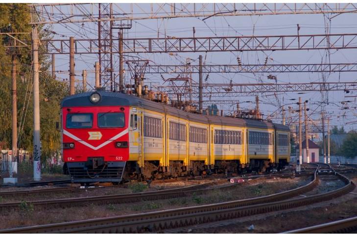 Київська міська єлектричка ЕР9М-522 в новій лівреї  (с) Вікіпедія
