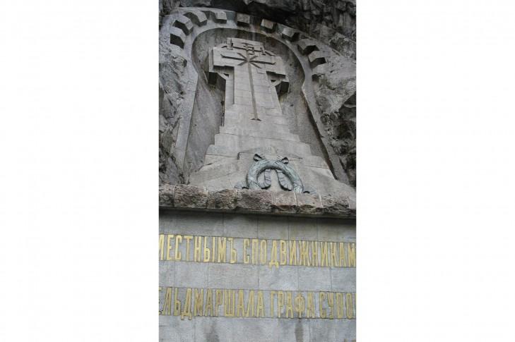 Залишити в Києві пам'ятник Суворову, що демонтується